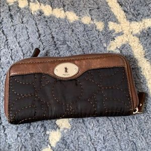 Fossil black white brown wallet with green pattern
